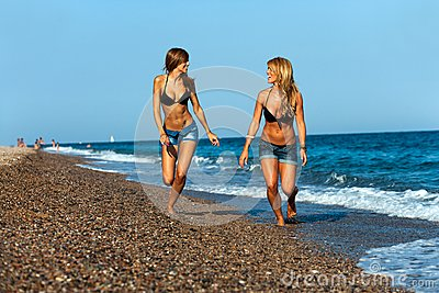 http://www.dreamstime.com/young-girl-friends-running-at-seaside.-thumb26767015.jpg