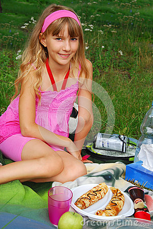 Young girl on the picnic