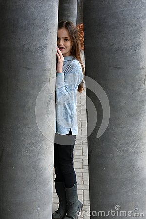 Free Young Girl Trapped In Labyrinth Royalty Free Stock Image - 145857756