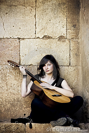 Free Young Guitar Performer Royalty Free Stock Photography - 8202077