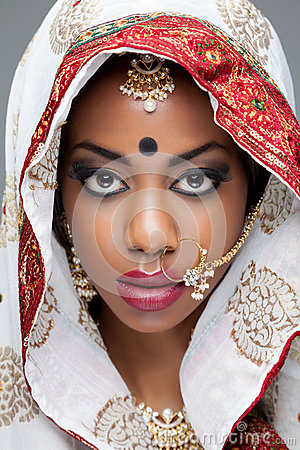 Free Young Indian Woman In Traditional Clothing With Bridal Makeup And Jewelry Royalty Free Stock Photos - 37440618