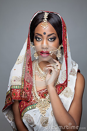 Free Young Indian Woman In Traditional Clothing With Bridal Makeup And Jewelry Stock Images - 37440714