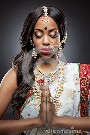 Free Young Indian Woman In Traditional Clothing With Bridal Makeup And Jewelry Stock Images - 37440824
