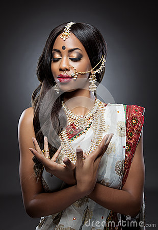 Free Young Indian Woman In Traditional Clothing With Bridal Makeup And Jewelry Stock Photo - 37440850