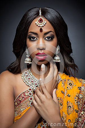 Free Young Indian Woman In Traditional Clothing With Bridal Makeup And Jewelry Stock Photography - 37441022