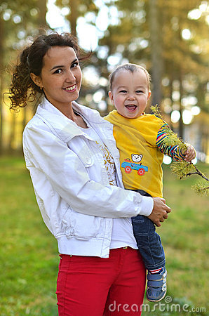 Free Young Mother With Little Boy Stock Photography - 22195902