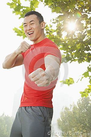 Free Young Muscular Man In A Fighting Stance Stock Photos - 31689173