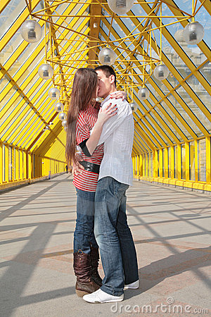 Free Young Pair Kisses Stock Photography - 4963322