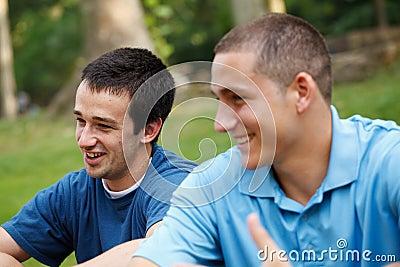 L'amitié est parfois plus fort que l'amour ! Lisez ceci... - Page 2 Young-people-talking-thumb22500789