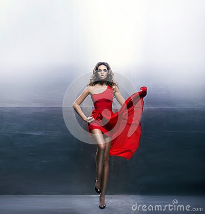 Free Young, Seductive And Passionate Woman In A Wavy, Long, Red Dress Royalty Free Stock Photography - 102207387