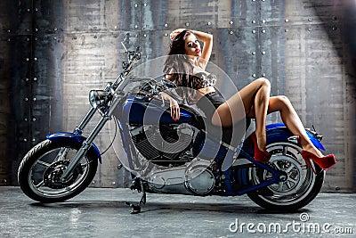 КОНКУРЕНЦИЈА - Page 4 Young-sexy-woman-sitting-motorcycle-attractive-girl-motorbike-studio-39082806