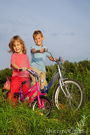Young smiling bikers rest outdoors