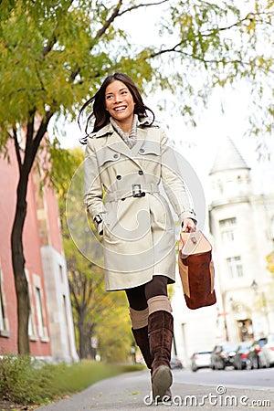 Free Young Stylish Female Professional Holding Handbag Stock Image - 32583561