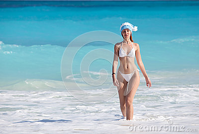 The young suntanned slender woman against turquoise ocean