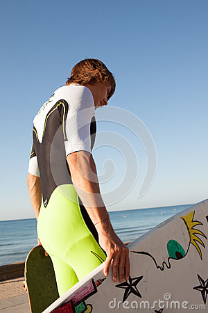 Young surfer about to get into the sea