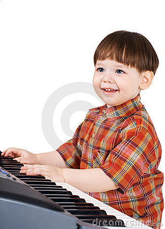 Young toddler stu to play music