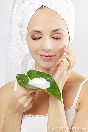 Free Young Woman Applying Cosmetic Cream Royalty Free Stock Image - 21474386