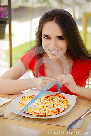 Free Young Woman Checks On Pizza Size With Measuring Tape Royalty Free Stock Photo - 51169205