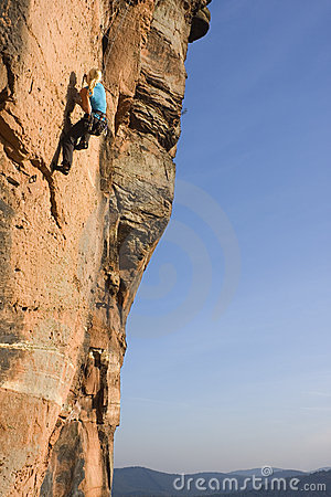 Free Young Woman Climbing Royalty Free Stock Photography - 11465347