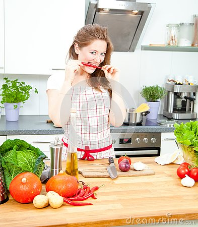 Free Young Woman Cooking In The Kitchen. Healthy Food - Vegetable Sal Stock Photos - 133881763