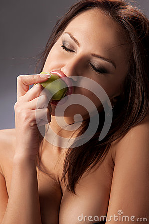 Young woman eating an kiwi fruit
