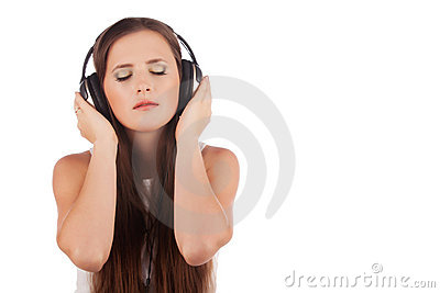 Young woman enjoyment music in headphones