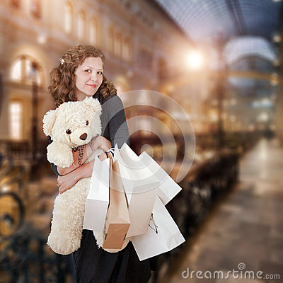 Free Young Woman In Shopping Center Royalty Free Stock Photo - 48617385