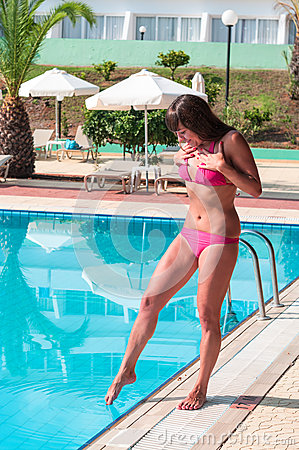 Free Young Woman In Swimwear Shudders At The Feet Touch Of Cold Water Royalty Free Stock Photos - 36701308