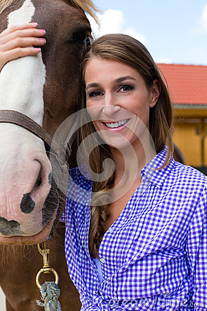 Free Young Woman In The Stable With Horse In Sunshine Royalty Free Stock Photography - 30387327