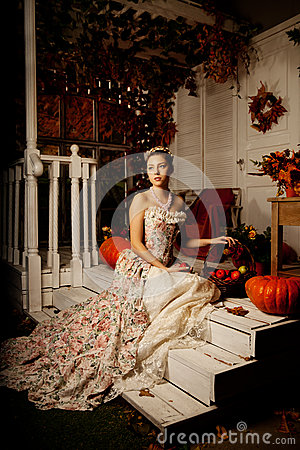 Free Young Woman In Vintage Dress On Autumn Porch. Beauty  Girl In Fa Royalty Free Stock Photography - 52255977