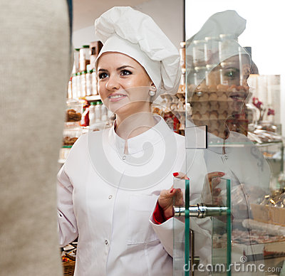 Free Young Woman Pastry Chef Greets Visitors At The Door Stock Images - 93880734