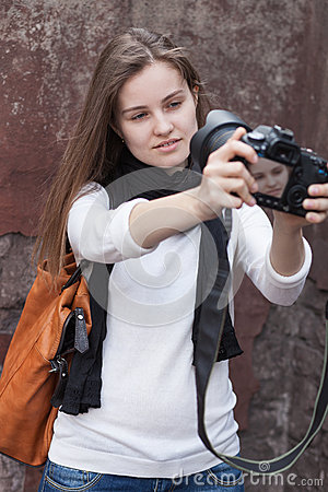 Young woman photographes itself