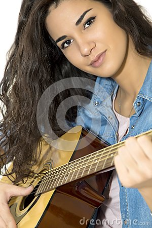 Free Young Woman Playing Guitar Royalty Free Stock Images - 40133109