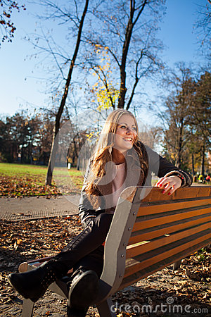 Free Young Woman Sitting On A Bench In The City Park In Autumn/winter Royalty Free Stock Image - 34859266