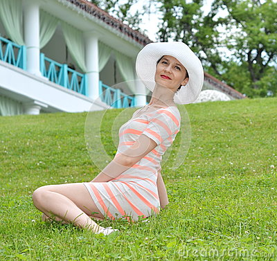 Free Young Woman Sitting On Green Grass Royalty Free Stock Images - 75512549