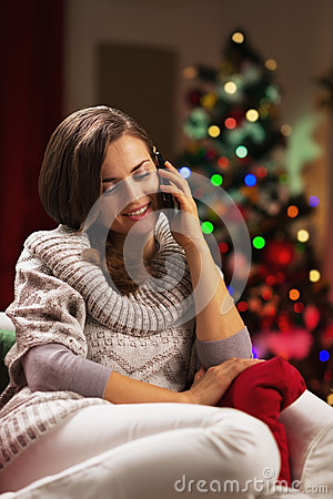 Free Young Woman Talking Cell Phone Near Christmas Tree Stock Photography - 32990282