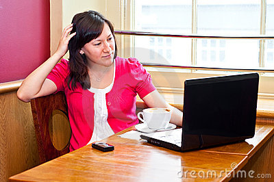 Young woman using her laptop in a cafe