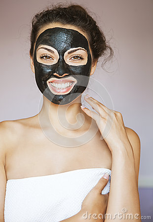 Free Young Woman With A Mask For The Face Of The Therapeutic Black Mu Royalty Free Stock Photos - 61481718