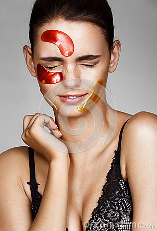 Free Young  Woman With Color Patches On Her Face Screwed Up Her Eyes. Stock Images - 89921964