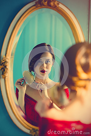 Free Young Woman With Comb Royalty Free Stock Photography - 91962887