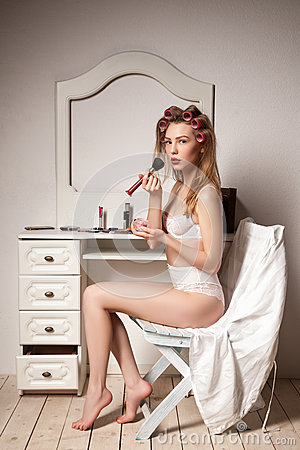Free Young Woman With Curler Hair Doing Make Up Behind Stock Photography - 61067272