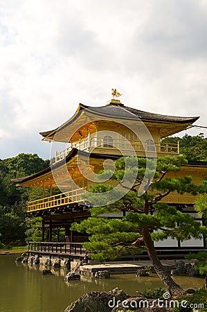 Złota kinkakuji kyot pawilonu świątynia
