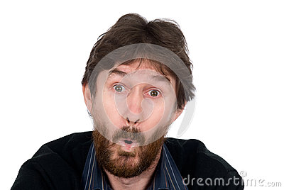 Z brodą zdziwiony mężczyzna