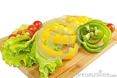 Z czereśniowymi pomidorami świezi pieprzowi plasterki