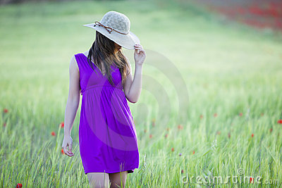 Za kapeluszem jej hidding