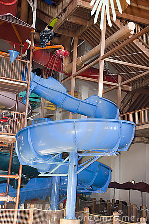 Zabawy salowy parkowy obruszenia pluśnięcia wody waterpark