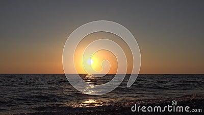 Zachód słońca morski, wschód słońca na wybrzeżu, ocean na zachód słońca latem, zmierzch zbiory