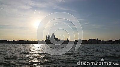 Zadziwiający zmierzch w Wenecja, łódkowaty rejs na kanał grande, zwiedza, turystyka zdjęcie wideo