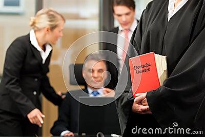 Zaken - teamvergadering in een wetsfirma