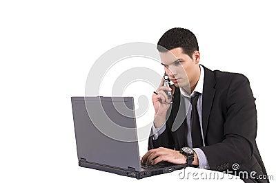 Zakenman met overlappings hoogste computer en telefoon